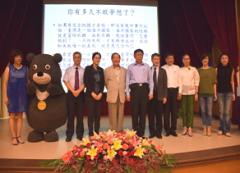 台北市柯文哲市長於16日下午應邀到本校演講,主講「從醫生到從政的心路歷程」,全場爆滿人氣旺的活動照片